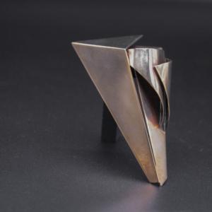 Broche feuille de bronze