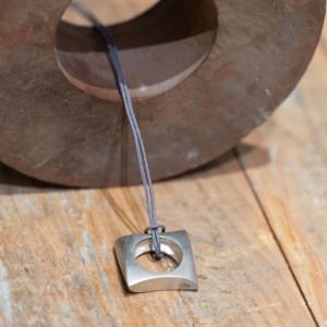 Collier pendentif en argent