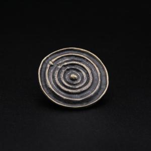 Broche ronde en bronze