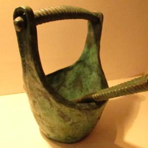 Benitier en bronze avec goupillon